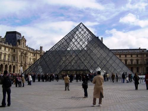 Národní muzeum Louvre, zdroj: publicdomainpictures.net