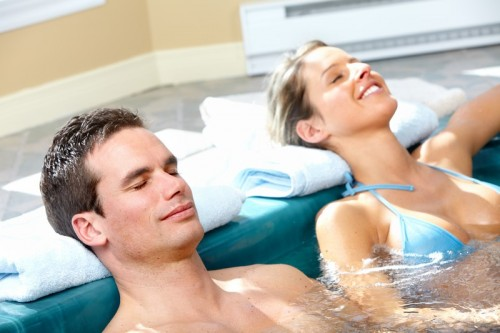 Relaxace ve vířivé vaně, zdroj: shutterstock.com